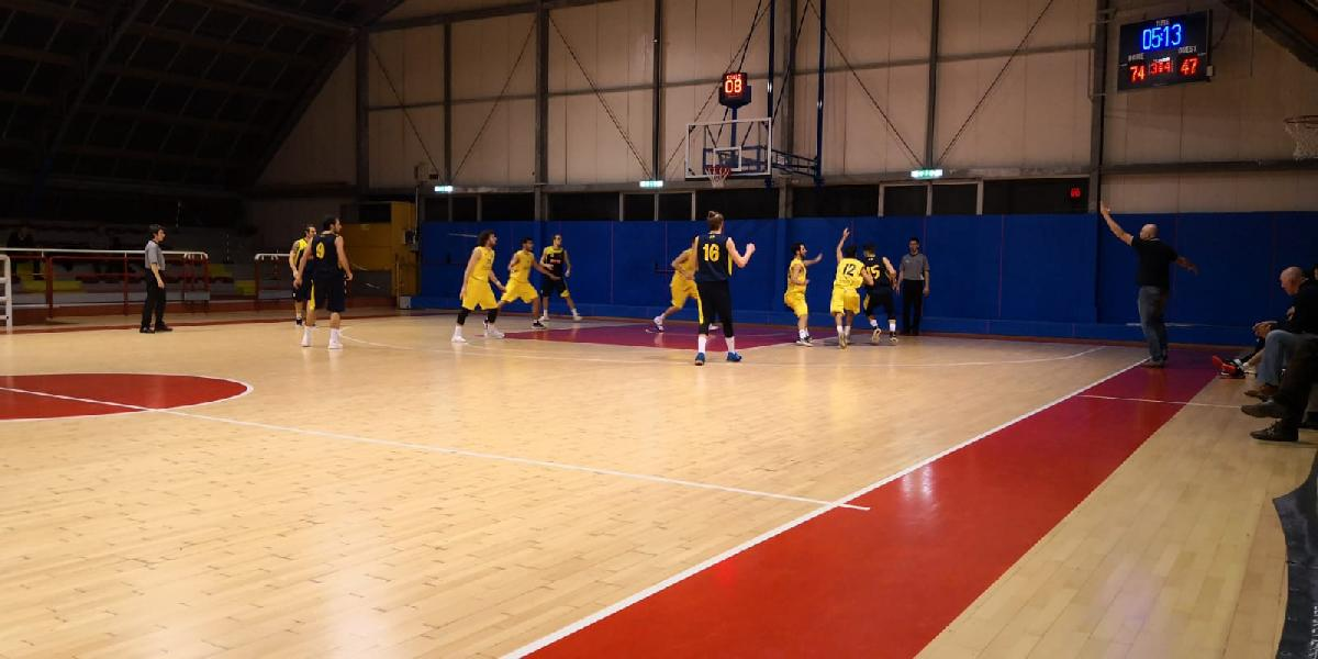 https://www.basketmarche.it/immagini_articoli/02-02-2019/regionale-girone-anticipi-loreto-pesaro-forza-colpo-esterno-basket-fanum-600.jpg