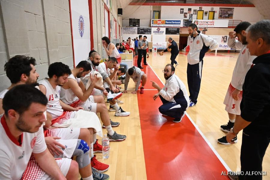 https://www.basketmarche.it/immagini_articoli/02-02-2020/basket-maceratese-coach-palmioli-rammarico-potevamo-uccidere-gara-abbiamo-fatto-600.jpg