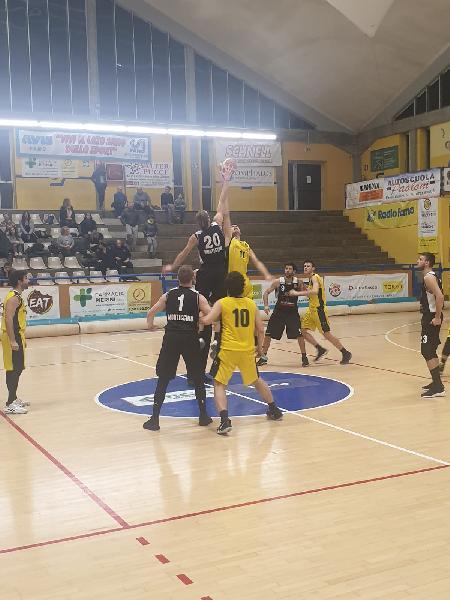 https://www.basketmarche.it/immagini_articoli/02-02-2020/vittoria-sofferta-importante-basket-fanum-montecchio-600.jpg