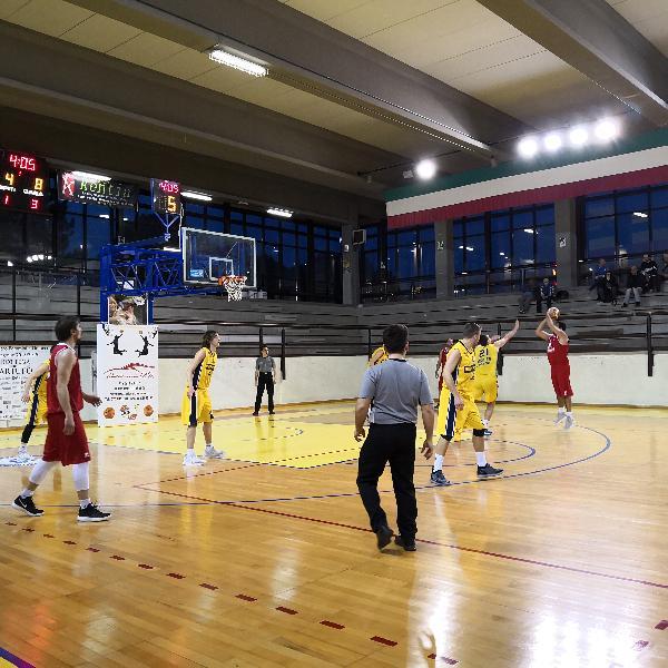 https://www.basketmarche.it/immagini_articoli/02-03-2019/tripla-quercia-fine-regala-vittoria-basket-tolentino-umbertide-600.jpg