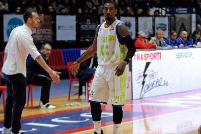https://www.basketmarche.it/immagini_articoli/02-05-2018/serie-a2-playoff-gara-2-ko-con-rimpianti-per-la-poderosa-montegranaro-a-biella-270.jpg