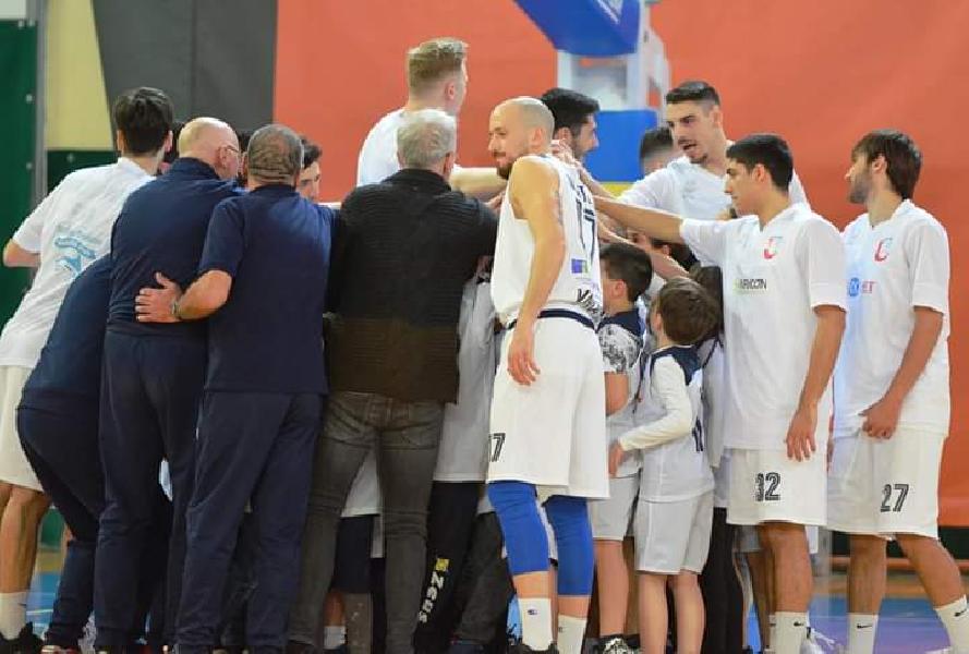 https://www.basketmarche.it/immagini_articoli/02-05-2019/gold-playoff-unibasket-lanciano-lancia-sfida-sutor-montegranaro-600.jpg