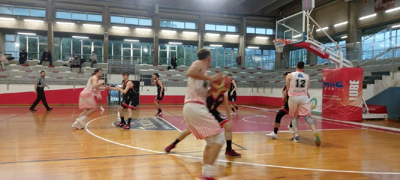 https://www.basketmarche.it/immagini_articoli/02-05-2021/basket-gualdo-batte-perugia-basket-porta-casa-primi-punti-600.jpg