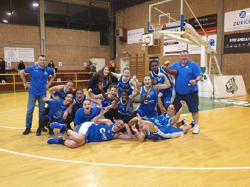 https://www.basketmarche.it/immagini_articoli/02-05-2021/thunder-matelica-fabriano-espugna-campo-capolista-lazzaro-600.jpg