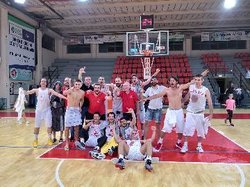 https://www.basketmarche.it/immagini_articoli/02-06-2018/d-regionale-spareggio-grande-gioia-in-casa-tolentino-basket-per-il-ritorno-in-serie-c-silver-270.jpg