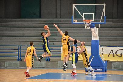 https://www.basketmarche.it/immagini_articoli/02-06-2018/fase-nazionale-c-la-sutor-montegranaro-paga-la-stanchezza-nel-finale-il-lamezia-spegne-i-sogni-di-gloria-270.jpg