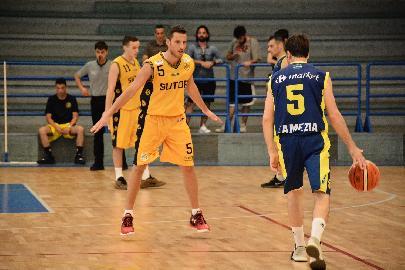 https://www.basketmarche.it/immagini_articoli/02-06-2018/serie-c-silver-fase-nazionale-seconda-giornata-vittorie-per-palermo-pozzuoli-lamezia-e-castellaneta-270.jpg