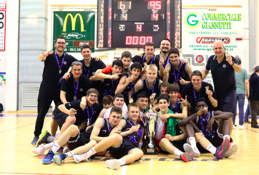https://www.basketmarche.it/immagini_articoli/02-06-2019/under-eccellenza-stella-azzurra-roma-campione-italia-cant-battuta-finale-roma-600.png