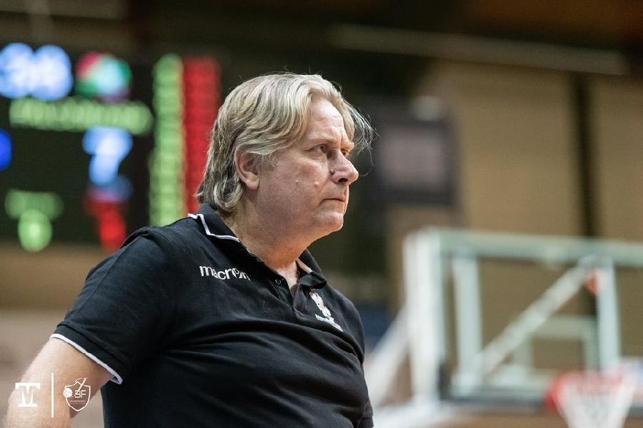 https://www.basketmarche.it/immagini_articoli/02-06-2021/falconara-basket-coach-reggiani-squadra-gioca-fino-fine-sono-soddisfatto-600.jpg