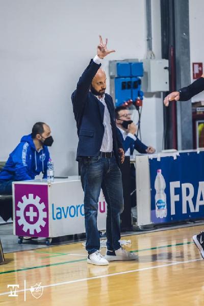 https://www.basketmarche.it/immagini_articoli/02-06-2021/janus-coach-pansa-dispiacere-combatteremo-fino-ultimo-secondo-ultima-partita-600.jpg