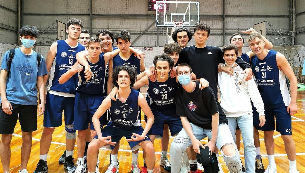 https://www.basketmarche.it/immagini_articoli/02-06-2021/silver-adriatico-ancona-vince-derby-stamura-ancona-600.jpg