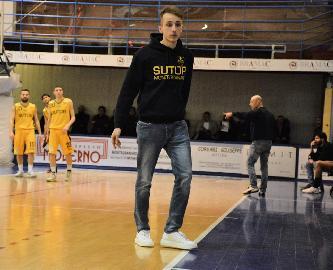https://www.basketmarche.it/immagini_articoli/02-07-2018/serie-c-gold-sutor-montegranaro-ufficiale-il-rinnovo-con-coach-marco-ciarpella-270.jpg
