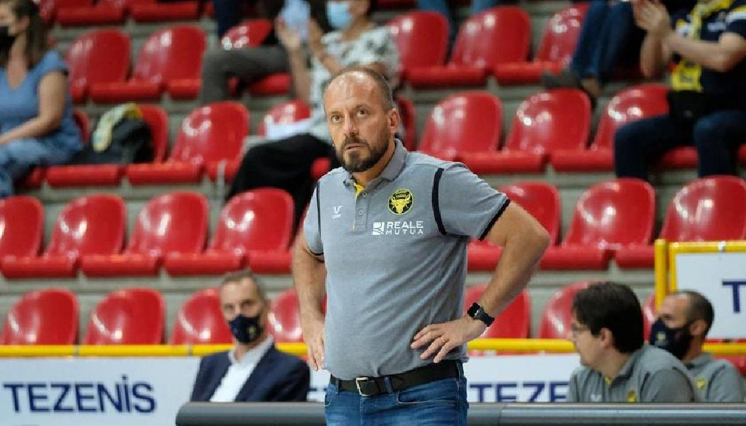 https://www.basketmarche.it/immagini_articoli/02-07-2021/ufficiale-demis-cavina-allenatore-dinamo-sassari-600.jpg
