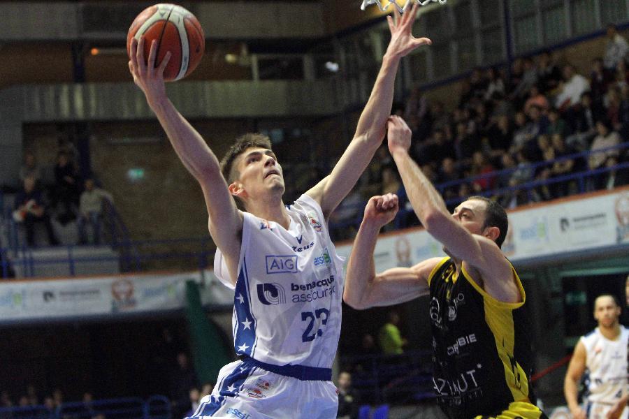https://www.basketmarche.it/immagini_articoli/02-08-2019/sutor-montegranaro-piazza-poker-ufficiale-arrivo-matija-jovovic-600.jpg