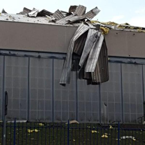 https://www.basketmarche.it/immagini_articoli/02-08-2019/tromba-aria-devastato-palafacchetti-nota-basket-treviglio-600.jpg