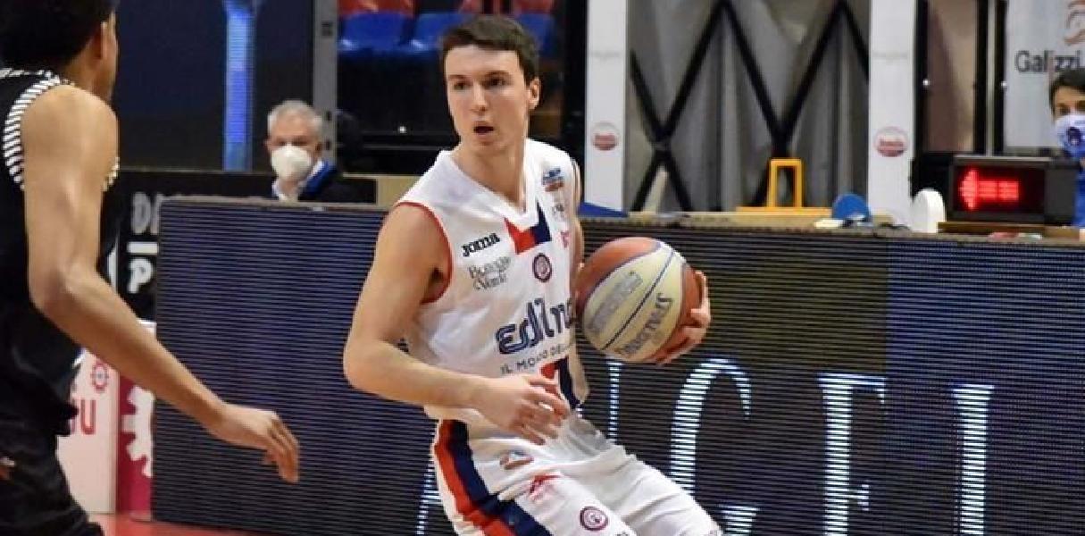 https://www.basketmarche.it/immagini_articoli/02-08-2021/ufficiale-play-nicola-berdini-giocatore-basket-ravenna-600.jpg