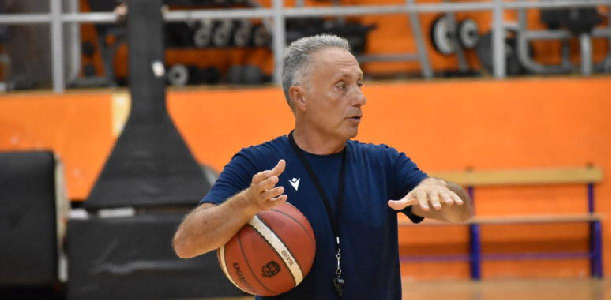 https://www.basketmarche.it/immagini_articoli/02-09-2020/virtus-roma-piero-bucchi-andiamo-olbia-ranghi-ridotti-continuare-preparazione-600.jpg