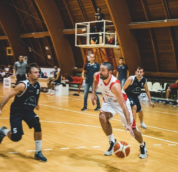 https://www.basketmarche.it/immagini_articoli/02-09-2021/grande-colpo-mercato-teramo-basket-ufficiale-arrivo-giorgio-palantrani-600.jpg