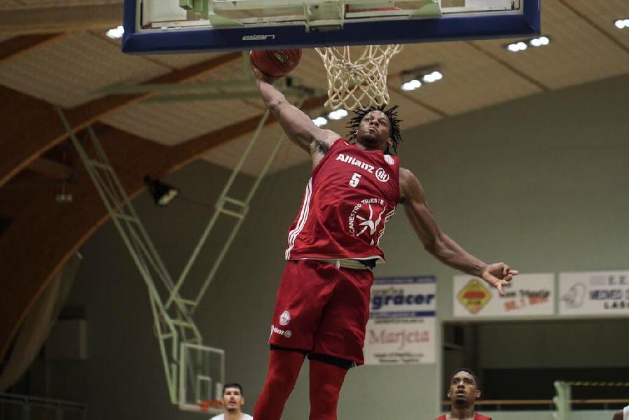 https://www.basketmarche.it/immagini_articoli/02-09-2021/pallacanestro-trieste-supera-mitteldeutscher-volata-liberi-banks-600.jpg