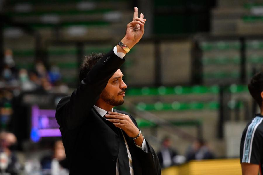 https://www.basketmarche.it/immagini_articoli/02-10-2020/trento-coach-brienza-felici-tornare-giocare-casa-vogliamo-mettere-campo-tanta-energia-600.jpg