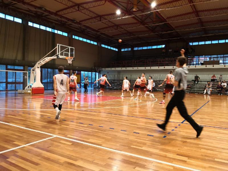 https://www.basketmarche.it/immagini_articoli/02-10-2021/coppa-centenario-basket-gualdo-espugna-volata-campo-basket-tolentino-600.jpg