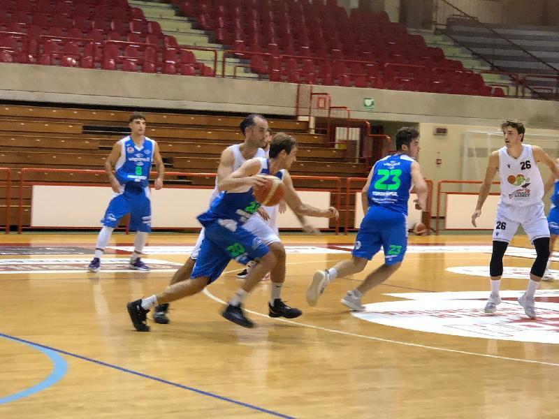https://www.basketmarche.it/immagini_articoli/02-10-2021/coppa-italia-wispone-taurus-jesi-supera-falconara-basket-600.jpg