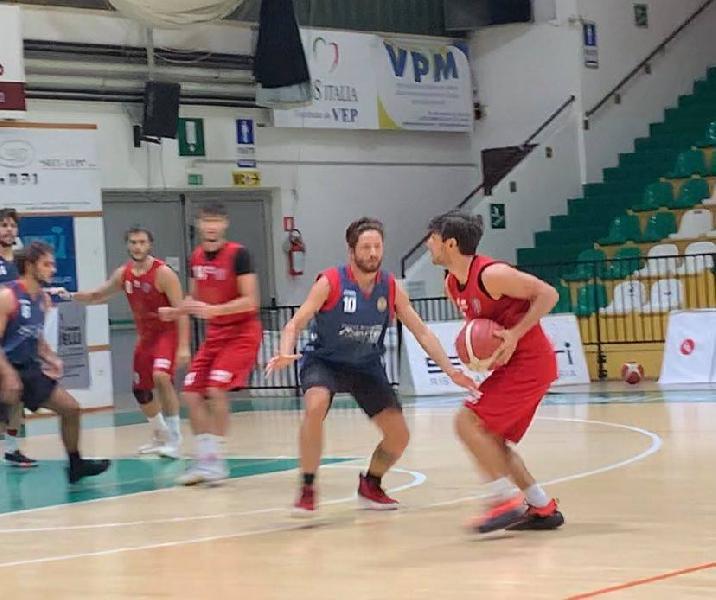https://www.basketmarche.it/immagini_articoli/02-10-2021/sporting-pselpidio-vince-amichevole-pallacanestro-pedaso-600.jpg
