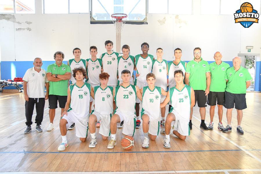 https://www.basketmarche.it/immagini_articoli/02-10-2021/torneo-roseto-stamura-ancona-parte-grande-batte-olimpia-milano-600.jpg