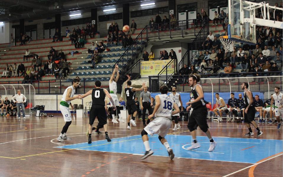 https://www.basketmarche.it/immagini_articoli/02-11-2018/foligno-tana-imbattuta-capolista-unibasket-lanciano-600.jpg