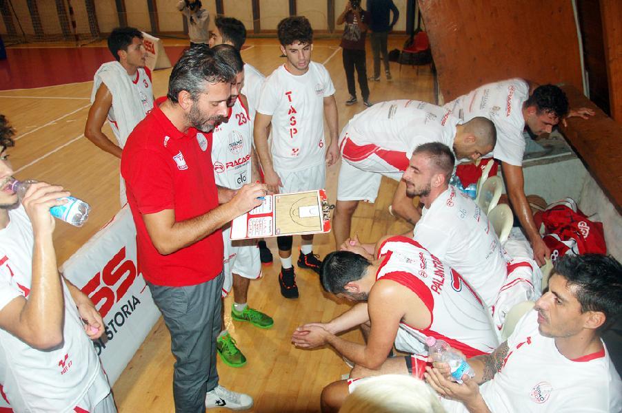 https://www.basketmarche.it/immagini_articoli/02-11-2018/teramo-spicchi-derby-campli-parole-coach-stirpe-capitan-600.jpg