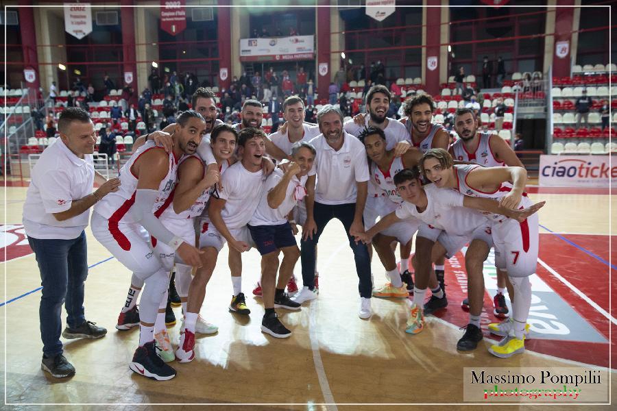https://www.basketmarche.it/immagini_articoli/02-11-2020/teramo-spicchi-coach-stirpe-rieti-costruita-vincere-campionato-giocheremo-senza-paura-600.jpg