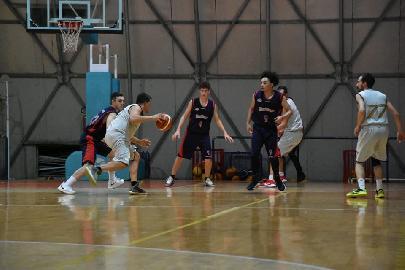 https://www.basketmarche.it/immagini_articoli/02-12-2017/promozione-c-i-bad-boys-fabriano-espugnano-osimo-e-restano-imbattuti-270.jpg