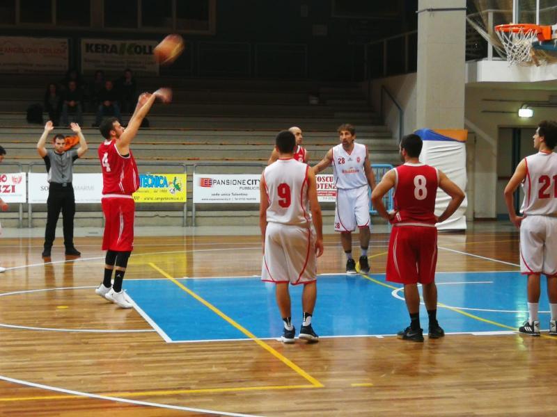 https://www.basketmarche.it/immagini_articoli/02-12-2018/amatori-severino-supera-pallacanestro-pedaso-grande-rimonta-finale-600.jpg