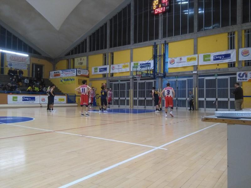 https://www.basketmarche.it/immagini_articoli/02-12-2018/convincente-vittoria-basket-durante-urbania-campo-basket-fanum-600.jpg