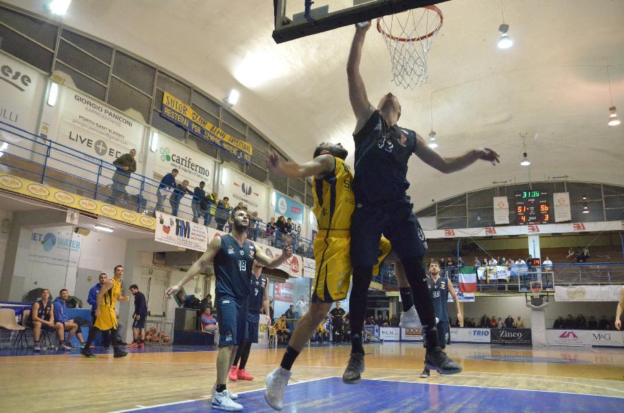 https://www.basketmarche.it/immagini_articoli/02-12-2018/fossombrone-vince-match-bene-sutor-pisaurum-chieti-lanciano-tutto-decimo-turno-600.jpg