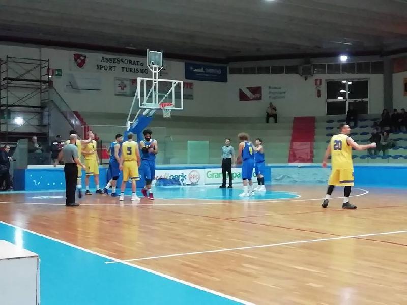https://www.basketmarche.it/immagini_articoli/02-12-2018/serie-silver-live-girone-abruzzo-marche-gare-domenica-tempo-reale-600.jpg