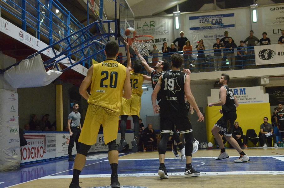 https://www.basketmarche.it/immagini_articoli/02-12-2019/infuocata-bombonera-basta-sutor-montegranaro-arrende-cesena-dopo-overtime-600.jpg