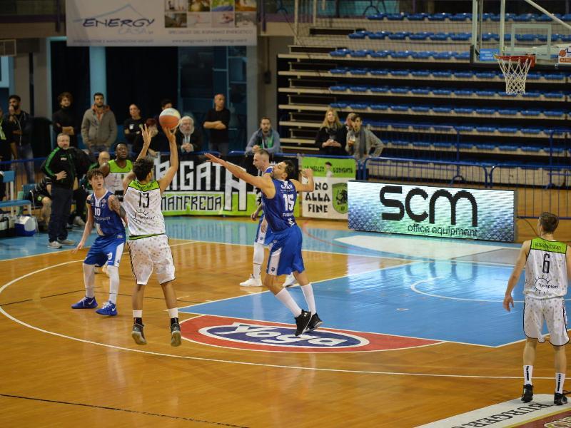 https://www.basketmarche.it/immagini_articoli/02-12-2019/raggisolaris-faenza-restano-applausi-punti-prende-janus-fabriano-600.jpg