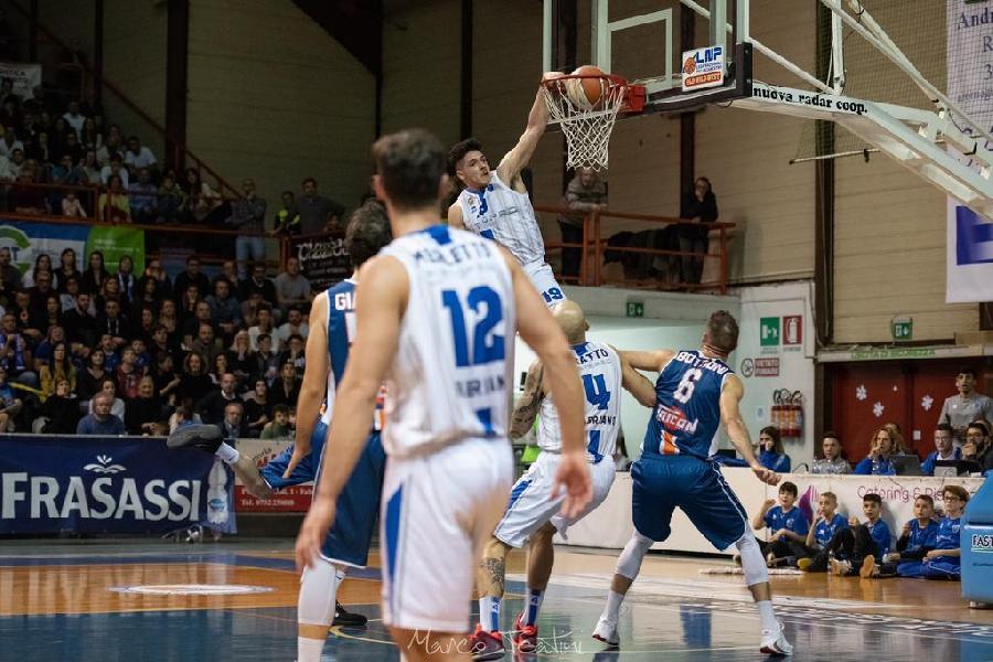 https://www.basketmarche.it/immagini_articoli/03-01-2020/ufficiale-angelo-guaccio-giocatore-janus-fabriano-600.jpg