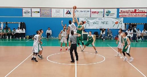 https://www.basketmarche.it/immagini_articoli/03-02-2018/d-regionale-anticipi-del-venerdì-vittorie-per-taurus-e-fochi-gara-rinviata-a-pesaro-270.jpg