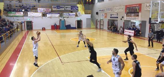 https://www.basketmarche.it/immagini_articoli/03-02-2018/serie-c-silver-la-robur-osimo-vince-il-derby-in-casa-della-vis-castelfidardo-270.jpg