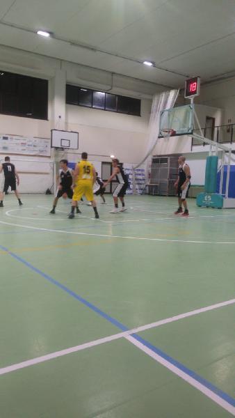 https://www.basketmarche.it/immagini_articoli/03-02-2019/88ers-civitanova-espugna-autorit-campo-victoria-fermo-600.jpg