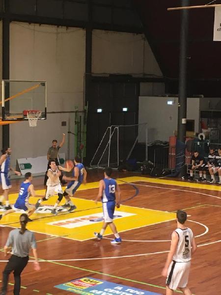 https://www.basketmarche.it/immagini_articoli/03-02-2019/atomika-basket-spoleto-ferma-corsa-capolista-pallacanestro-ellera-600.jpg