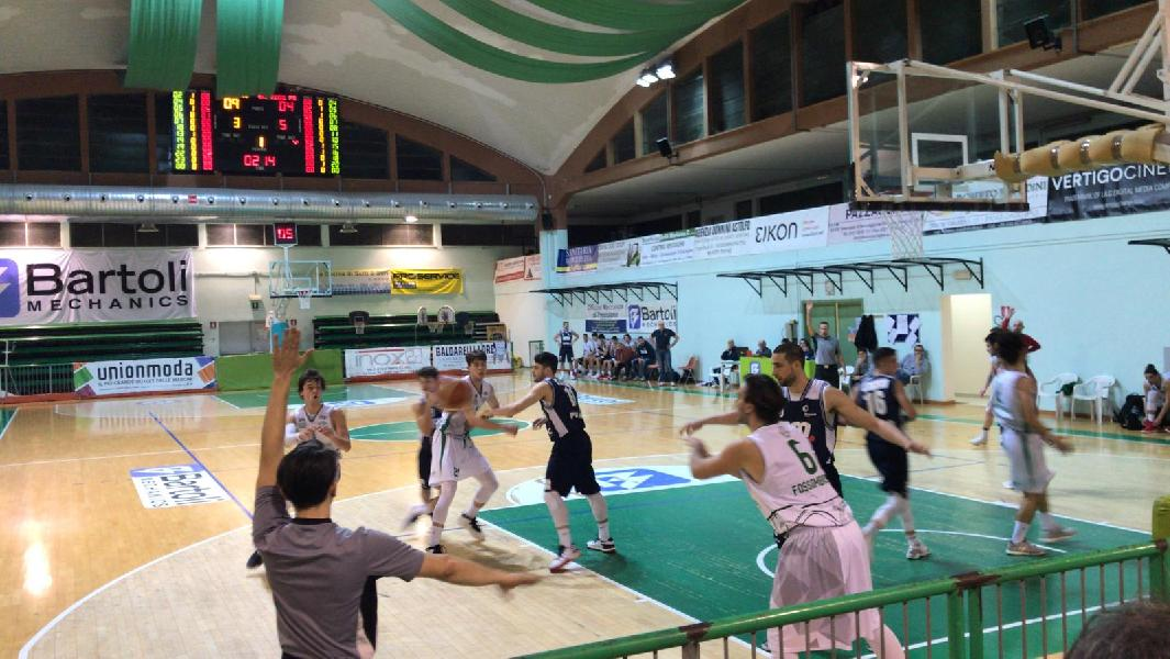 https://www.basketmarche.it/immagini_articoli/03-02-2019/bramante-pesaro-firma-colpaccio-campo-basket-fossombrone-600.jpg