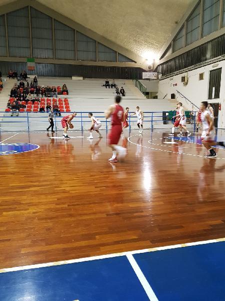 https://www.basketmarche.it/immagini_articoli/03-02-2019/orvieto-basket-supera-rimonta-capolista-pallacanestro-urbania-600.jpg