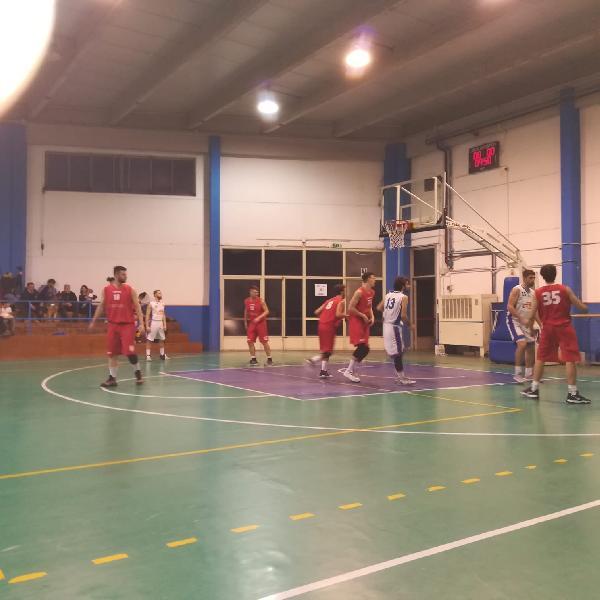 https://www.basketmarche.it/immagini_articoli/03-03-2019/giromondo-spoleto-regola-favl-viterbo-ultimo-quarto-urlo-600.jpg