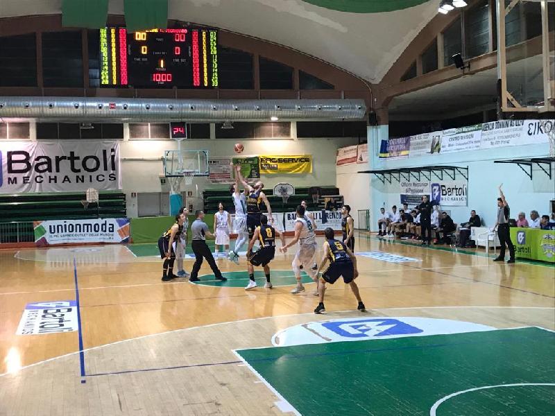 https://www.basketmarche.it/immagini_articoli/03-03-2019/gold-corsa-playoff-squadre-lotta-scontri-diretti-calendario-curiosit-600.jpg