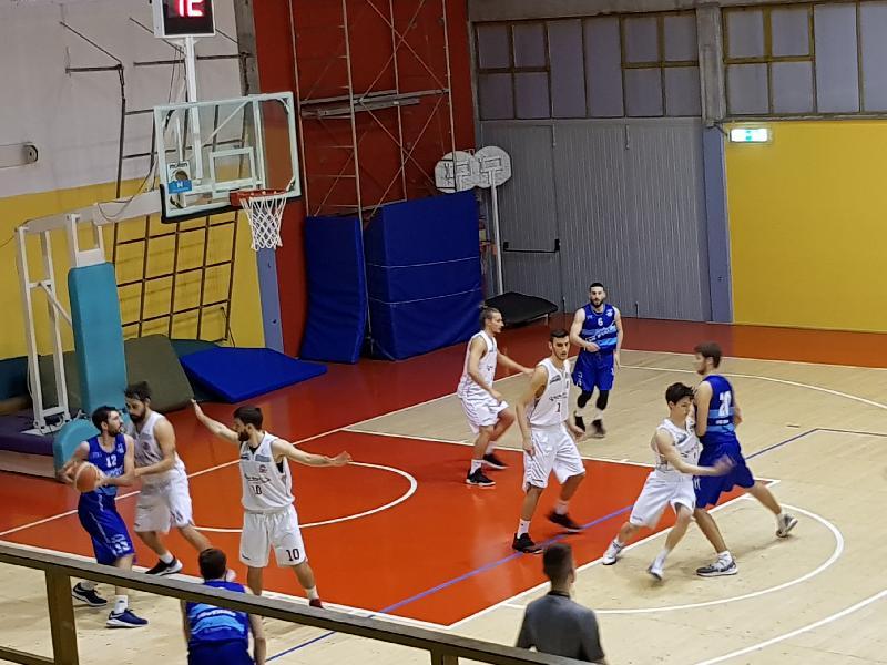 https://www.basketmarche.it/immagini_articoli/03-03-2019/serie-silver-assisi-urbania-todi-avanti-insieme-punti-playoff-taurus-orvieto-tolentino-600.jpg