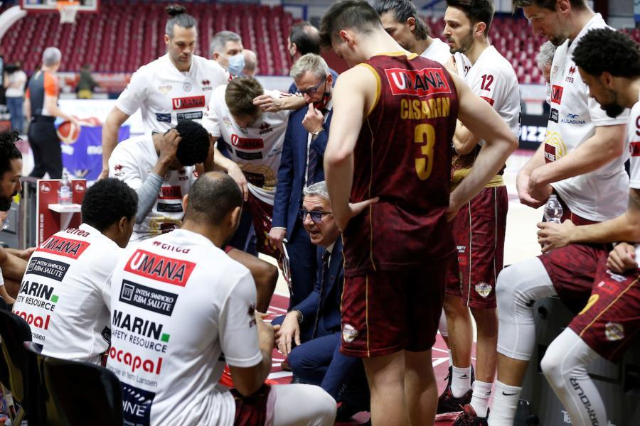 https://www.basketmarche.it/immagini_articoli/03-04-2021/reyer-venezia-coach-raffaele-molto-rispetto-trento-dovremo-essere-bravi-capire-ritmo-gara-600.jpg