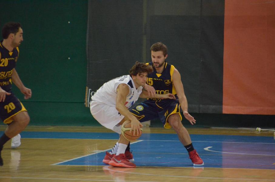 https://www.basketmarche.it/immagini_articoli/03-05-2019/gold-playoff-presentazione-unibasket-lanciano-sutor-montegranaro-parole-allenatori-600.jpg